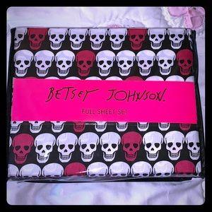 Betsey Johnson Pink & White Skull Full Sheet Set